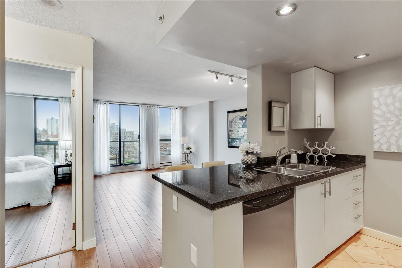 "Main Photo: PH2 828 AGNES Street in New Westminster: Downtown NW Condo for sale in ""WESTMINSTER TOWERS"" : MLS®# R2517567"
