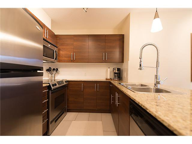 "Main Photo: 401 814 ROYAL Avenue in New Westminster: Downtown NW Condo for sale in ""NEWS NORTH"" : MLS®# V1036016"