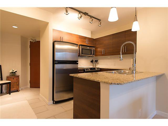 "Photo 3: Photos: 401 814 ROYAL Avenue in New Westminster: Downtown NW Condo for sale in ""NEWS NORTH"" : MLS®# V1036016"