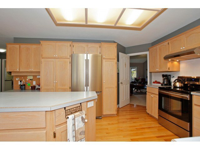 """Photo 10: Photos: 19645 46TH Avenue in Langley: Langley City House for sale in """"MASON HEIGHTS"""" : MLS®# F1431602"""