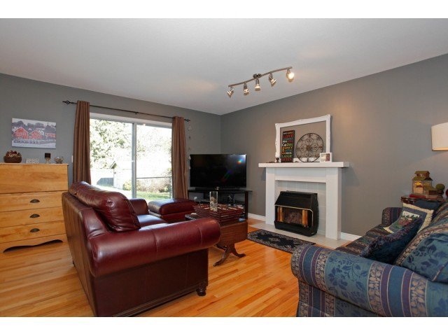 """Photo 6: Photos: 19645 46TH Avenue in Langley: Langley City House for sale in """"MASON HEIGHTS"""" : MLS®# F1431602"""