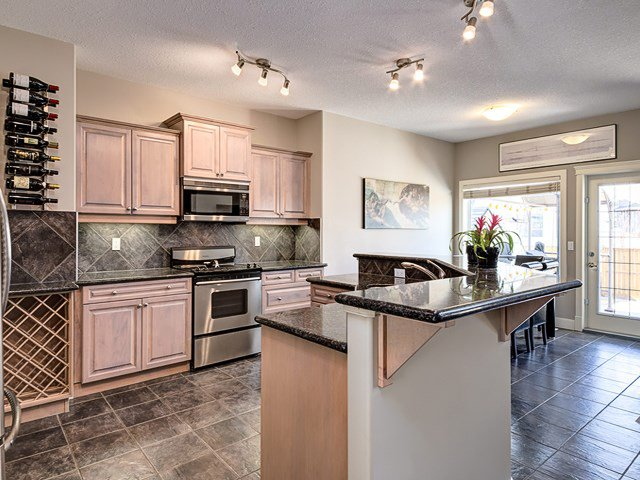 Main Photo: 1613 STRATHCONA Drive SW in Calgary: Strathcona Park House for sale : MLS®# C4005151