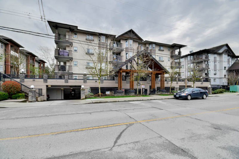 """Main Photo: 307 5488 198 Street in Langley: Langley City Condo for sale in """"BROOKLYN WYND"""" : MLS®# R2044430"""