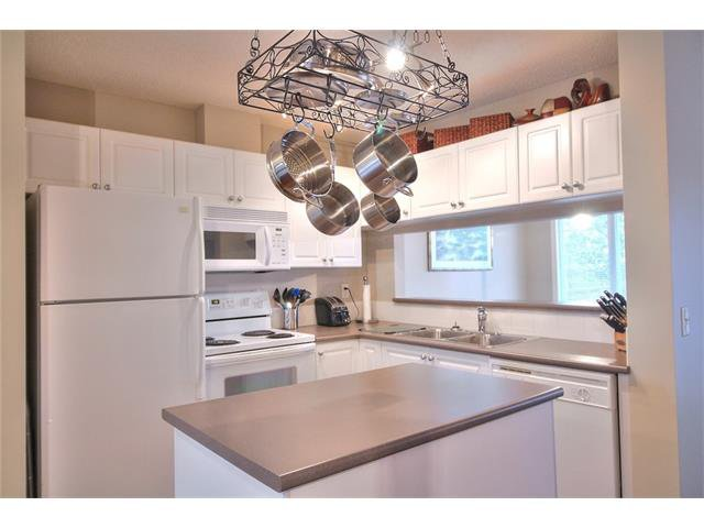 Photo 9: Photos: 79 EVERSYDE Point(e) SW in Calgary: Evergreen House for sale : MLS®# C4058622