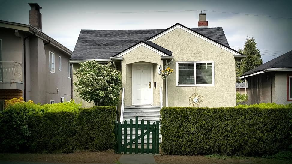Main Photo: 3059 E 1ST Avenue in Vancouver: Renfrew VE House for sale (Vancouver East)  : MLS®# R2064749