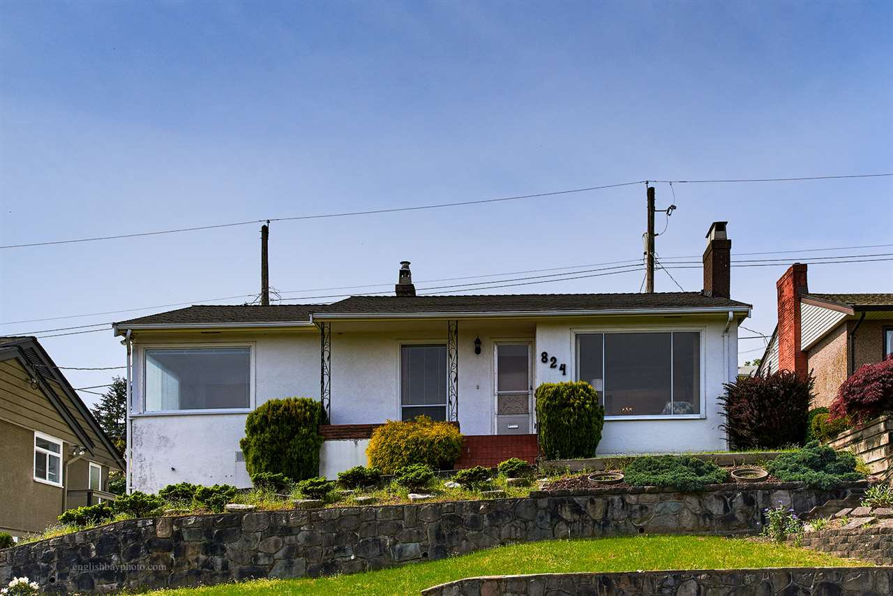 "Main Photo: 824 SURREY Street in New Westminster: The Heights NW House for sale in ""THE HEIGHTS"" : MLS®# R2064909"