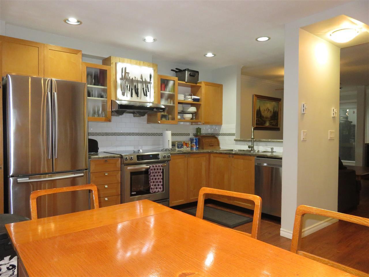 Large kitchen, new S/S appliances, new laminate