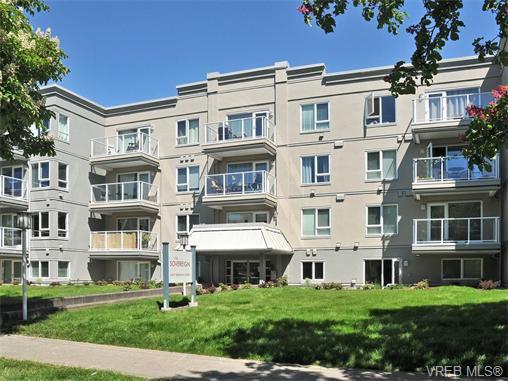 Main Photo: 206 2647 Graham St in VICTORIA: Vi Hillside Condo for sale (Victoria)  : MLS®# 743081