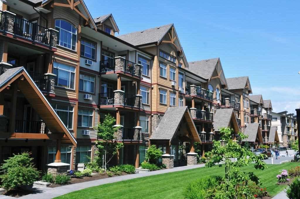 """Main Photo: 417 12565 190A Street in Pitt Meadows: Mid Meadows Condo for sale in """"Cedar Downs"""" : MLS®# R2142434"""