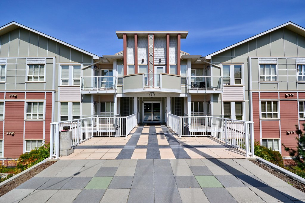 Main Photo: 111 3915 Carey Road in VICTORIA: SW Tillicum Condo Apartment for sale (Saanich West)  : MLS®# 376140