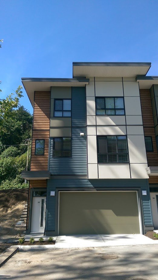 """Main Photo: 17 1968 N PARALLEL Road in Abbotsford: Abbotsford East Townhouse for sale in """"Parallel North"""" : MLS®# R2173432"""