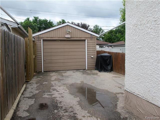 Photo 3: Photos:  in Winnipeg: East Kildonan Residential for sale (3D)  : MLS®# 1715827