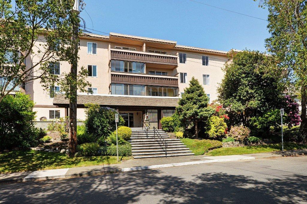 Main Photo: 401 1012 Pakington St in VICTORIA: Vi Fairfield West Condo Apartment for sale (Victoria)  : MLS®# 763626