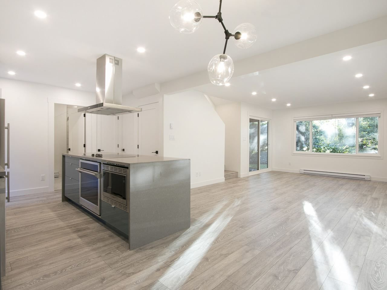 """Main Photo: 4308 GARDEN GROVE Drive in Burnaby: Greentree Village Townhouse for sale in """"GREENTREE VILLAGE"""" (Burnaby South)  : MLS®# R2211875"""