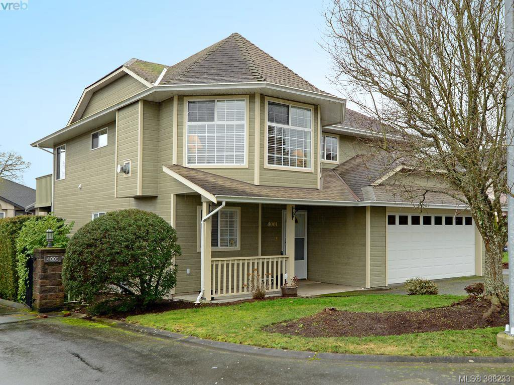 Main Photo: 4001 Santa Rosa Pl in VICTORIA: SW Strawberry Vale House for sale (Saanich West)  : MLS®# 780186