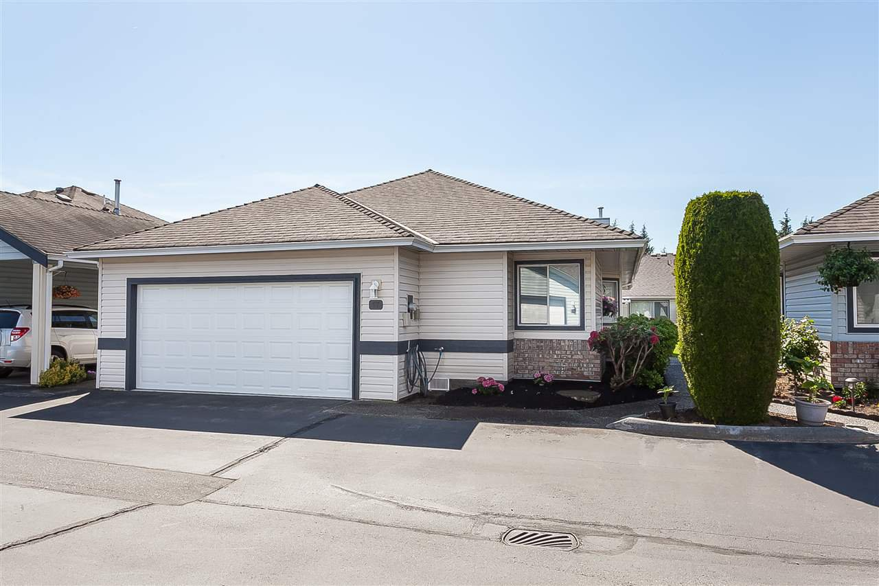 "Main Photo: 17 5550 LANGLEY Bypass in Langley: Langley City Townhouse for sale in ""Riverwynde"" : MLS®# R2373807"