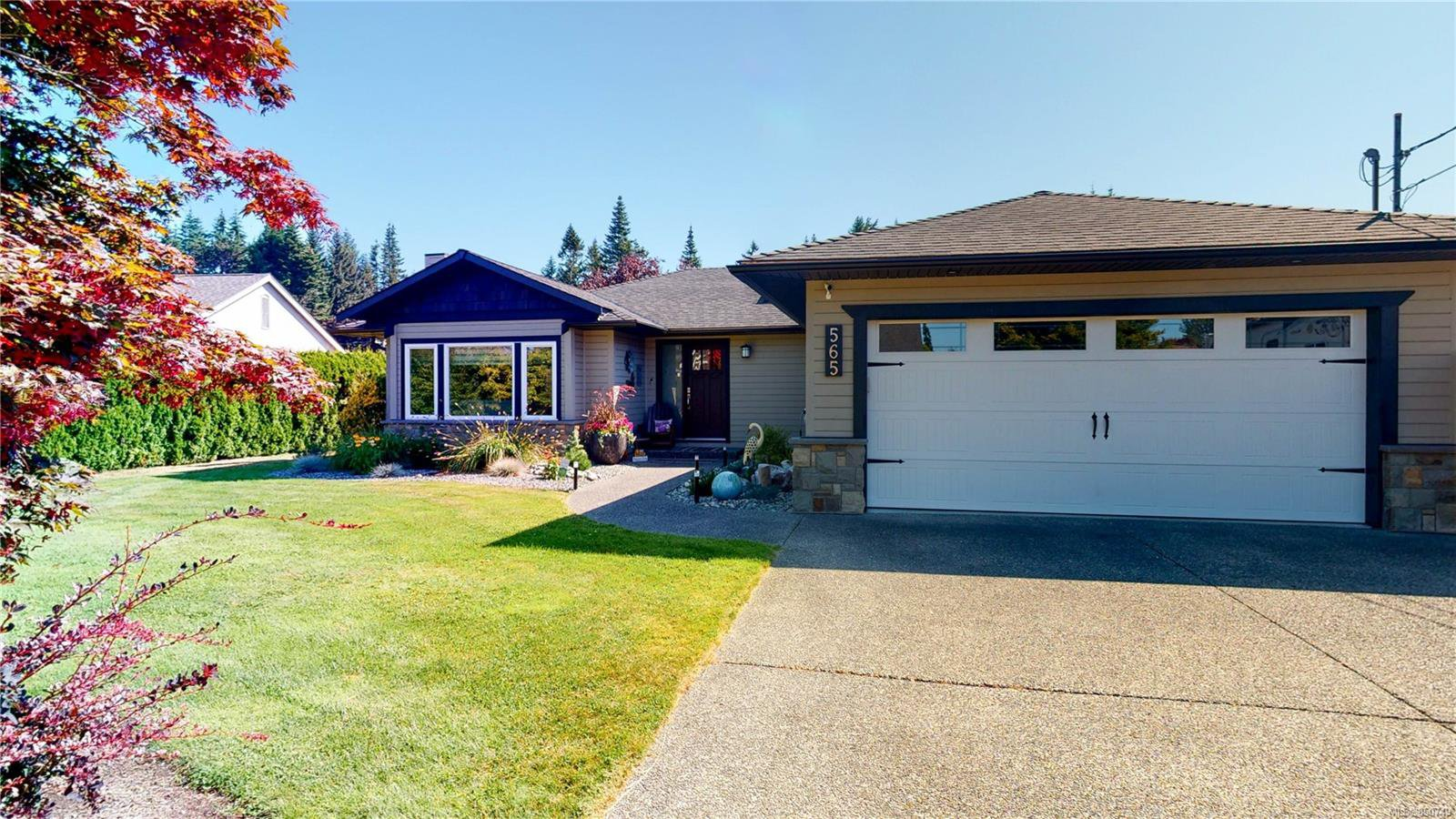 Main Photo: 565 Hawthorne Rise in : PQ French Creek House for sale (Parksville/Qualicum)  : MLS®# 850749