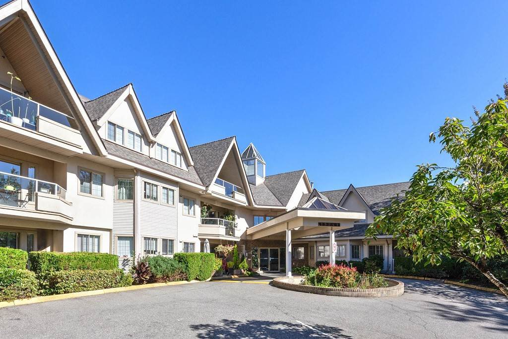 """Main Photo: 202 19241 FORD Road in Pitt Meadows: Central Meadows Condo for sale in """"VILLAGE GREEN"""" : MLS®# R2504429"""