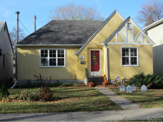 Main Photo: 439 Niagara Street in WINNIPEG: River Heights / Tuxedo / Linden Woods Residential for sale (South Winnipeg)  : MLS®# 1324041