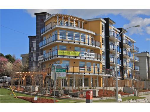 Main Photo: 504 935 Cloverdale Ave in VICTORIA: SE Quadra Condo for sale (Saanich East)  : MLS®# 664822