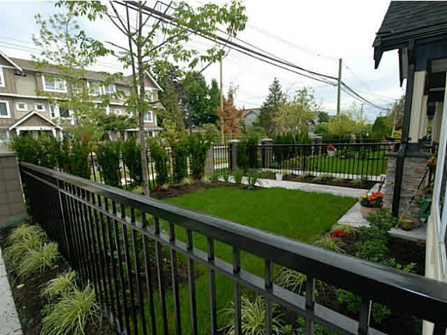 Photo 5: Photos: 1 7028 ASH Street in Richmond: South Arm Townhouse for sale : MLS®# V1063516