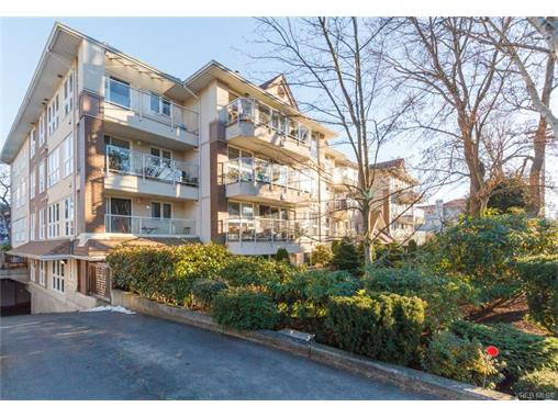Main Photo: 402 1501 Richmond Ave in VICTORIA: Vi Jubilee Condo for sale (Victoria)  : MLS®# 748185