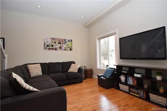 Photo 2: Photos: 297 Knowles Avenue in Winnipeg: North Kildonan Residential for sale (3G)  : MLS®# 1809527