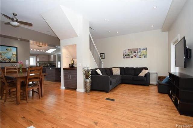 Photo 3: Photos: 297 Knowles Avenue in Winnipeg: North Kildonan Residential for sale (3G)  : MLS®# 1809527