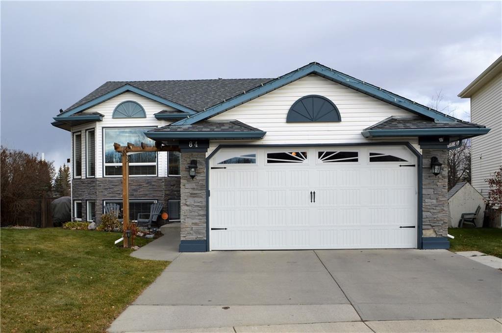 Main Photo: 84 DOUGLAS SHORE Close SE in Calgary: Douglasdale/Glen Detached for sale : MLS®# C4215893