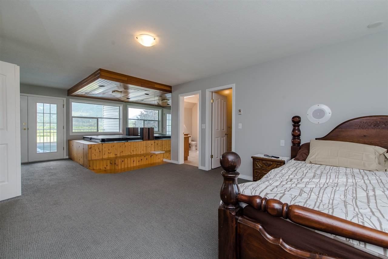 Photo 12: Photos: 47715 BALLAM Road in Chilliwack: Fairfield Island House for sale : MLS®# R2327778