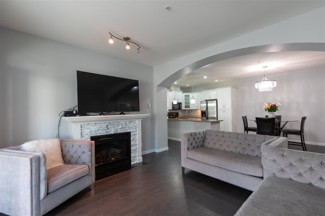 """Photo 8: Photos: 206 33485 SOUTH FRASER Way in Abbotsford: Central Abbotsford Condo for sale in """"Citadel Ridge"""" : MLS®# R2368112"""