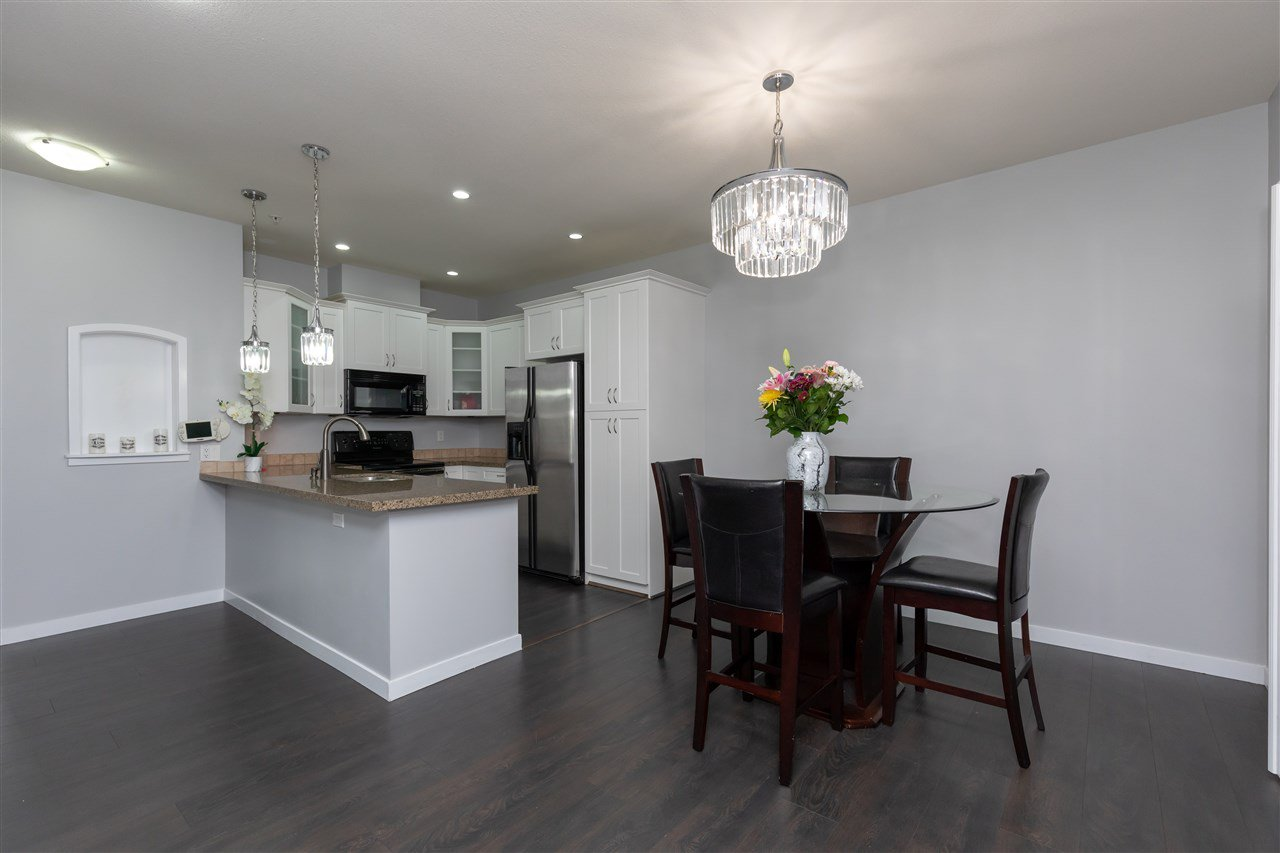 """Photo 6: Photos: 206 33485 SOUTH FRASER Way in Abbotsford: Central Abbotsford Condo for sale in """"Citadel Ridge"""" : MLS®# R2368112"""