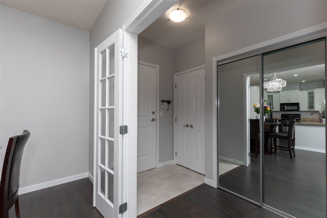 """Photo 3: Photos: 206 33485 SOUTH FRASER Way in Abbotsford: Central Abbotsford Condo for sale in """"Citadel Ridge"""" : MLS®# R2368112"""