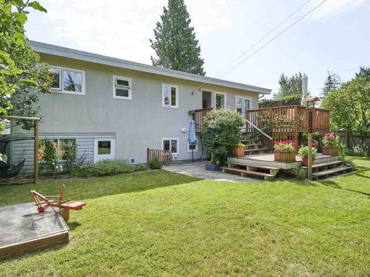 Photo 5: Photos: 814 LEVIS Street in Coquitlam: Harbour Place House for sale : MLS®# R2381563