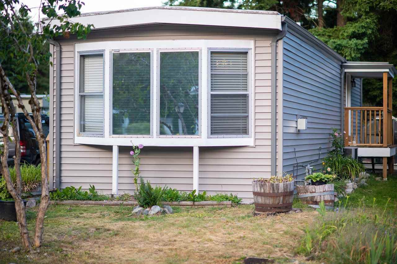 """Main Photo: 52 2305 200 Street in Langley: Brookswood Langley Manufactured Home for sale in """"Cedar Lane Park"""" : MLS®# R2381345"""