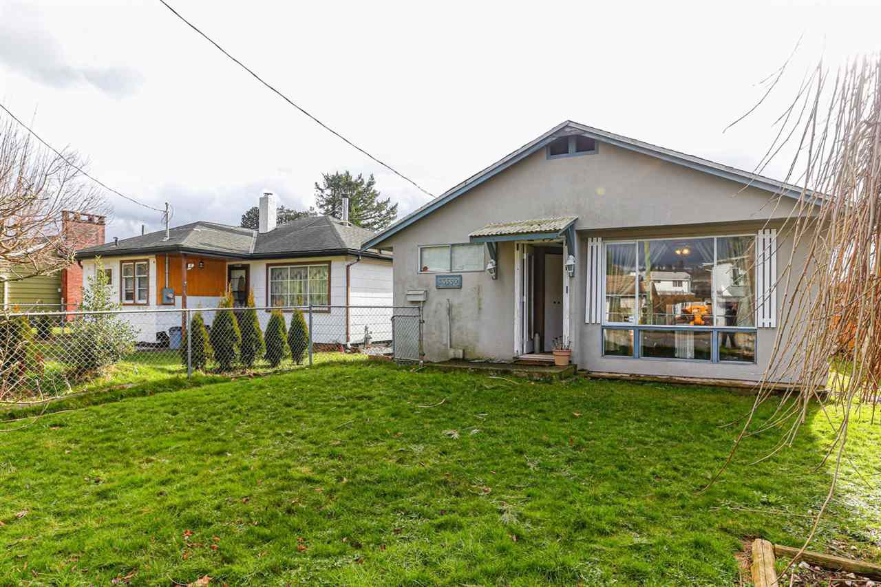 Main Photo: 33550 7TH Avenue in Mission: Mission BC House for sale : MLS®# R2457476