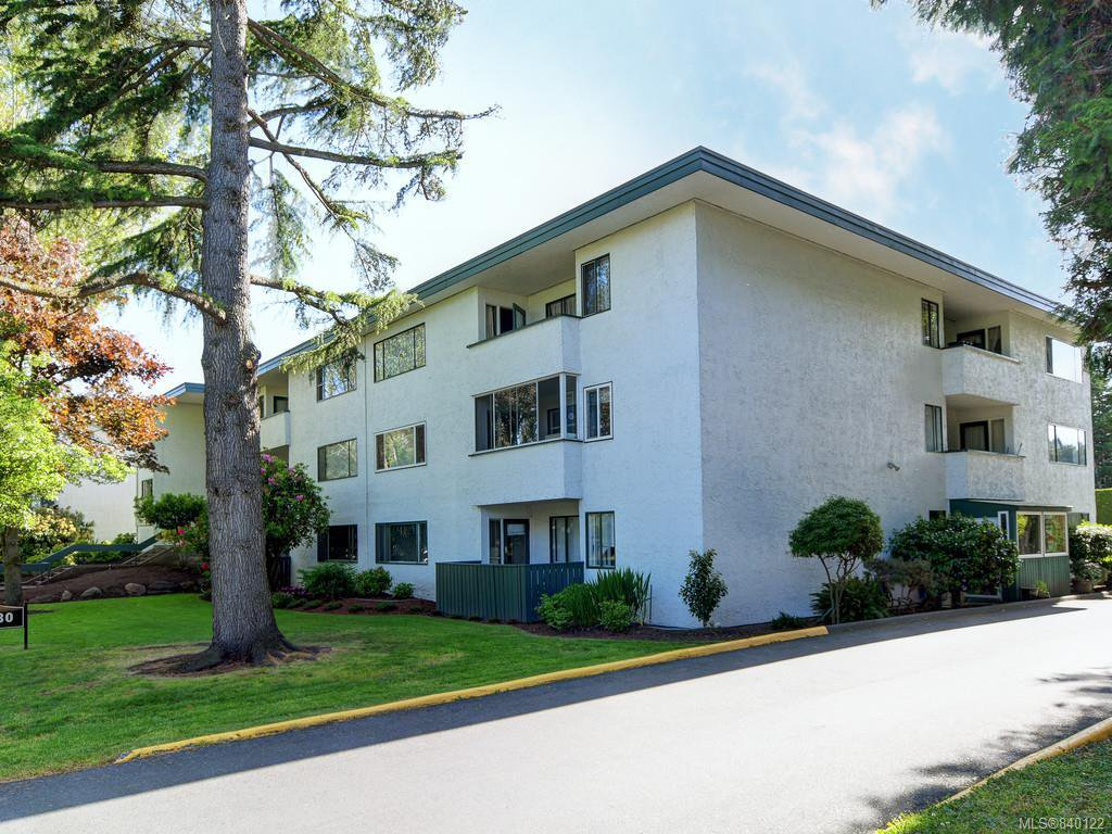 Main Photo: 202 3880 Shelbourne St in Saanich: SE Cedar Hill Condo for sale (Saanich East)  : MLS®# 840122