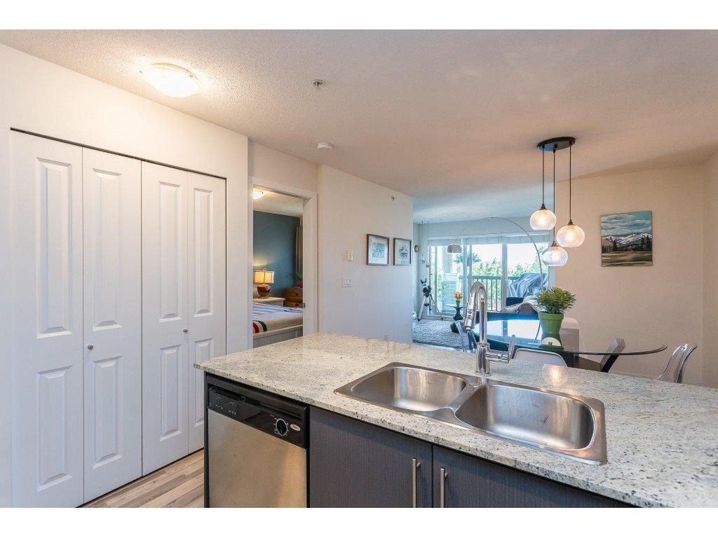 Photo 10: Photos: 404 8915 202 Street in Langley: Walnut Grove Condo for sale : MLS®# R2501980