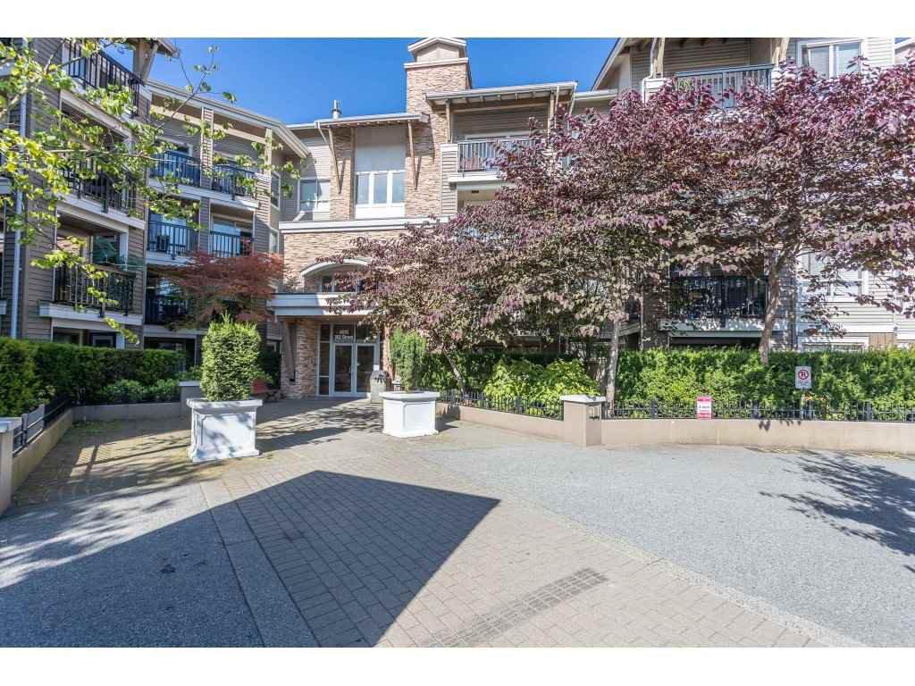 Photo 1: Photos: 404 8915 202 Street in Langley: Walnut Grove Condo for sale : MLS®# R2501980