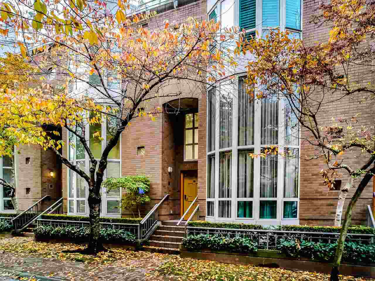 "Main Photo: T08 1501 HOWE Street in Vancouver: Yaletown Townhouse for sale in ""888 Beach"" (Vancouver West)  : MLS®# R2517539"