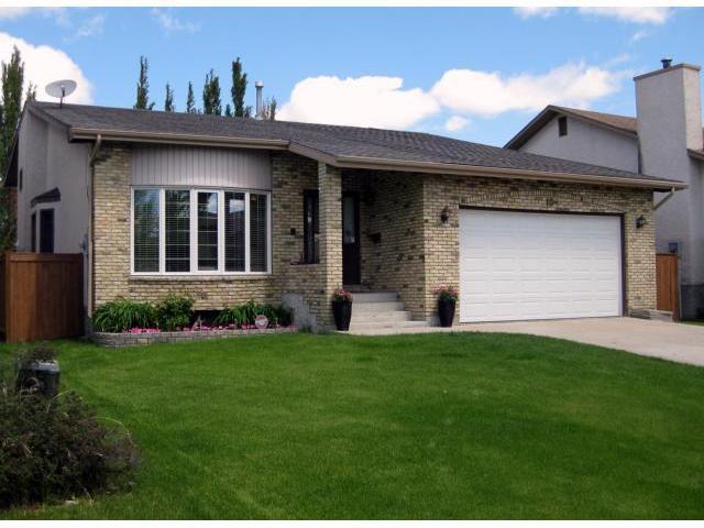 Main Photo: 10 BRIGANTINE Bay in WINNIPEG: River Heights / Tuxedo / Linden Woods Residential for sale (South Winnipeg)  : MLS®# 1110963