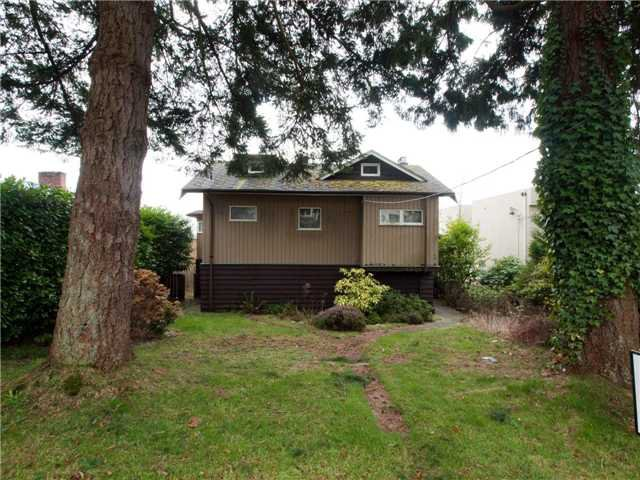 Main Photo: 1274 GORDON AVE in West Vancouver: Ambleside House for sale : MLS®# V936700