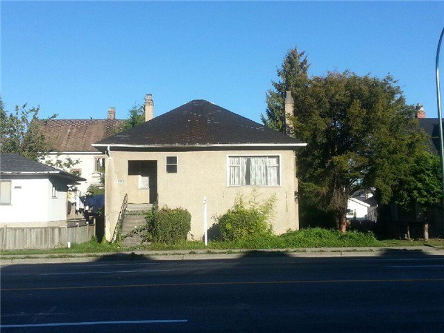"""Main Photo: 4328 KNIGHT Street in Vancouver: Knight House for sale in """"ZONED: MULTIPLE FAMILY DWELLING"""" (Vancouver East)  : MLS®# V1067197"""