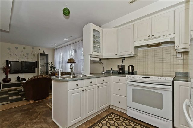 Photo 6: Photos: 1255 Playford Road in Mississauga: Clarkson House (Bungalow-Raised) for sale : MLS®# W3408431
