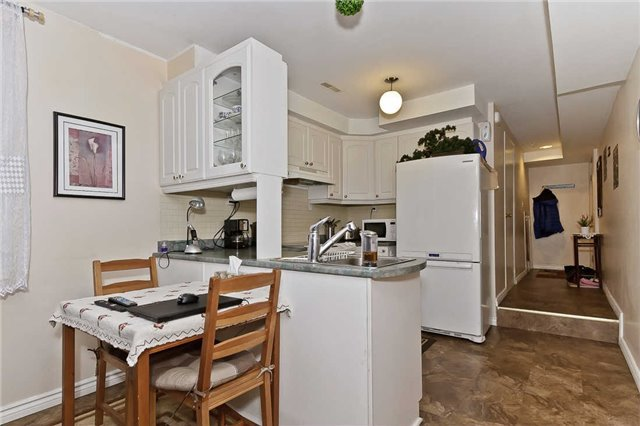 Photo 5: Photos: 1255 Playford Road in Mississauga: Clarkson House (Bungalow-Raised) for sale : MLS®# W3408431