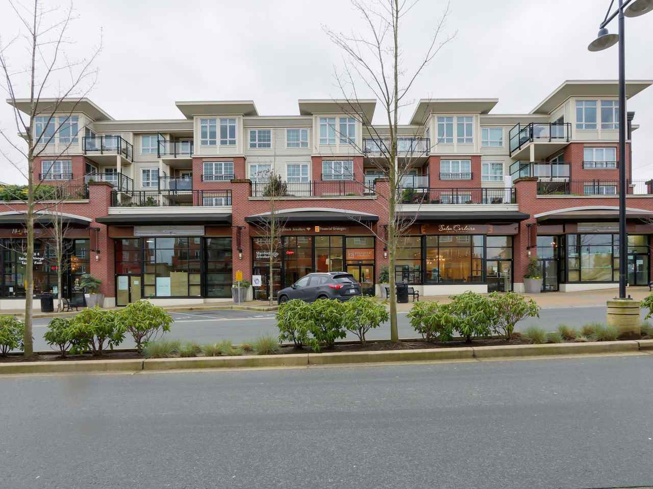 """Main Photo: 405 2940 KING GEORGE Boulevard in Surrey: Elgin Chantrell Condo for sale in """"HIGH STREET"""" (South Surrey White Rock)  : MLS®# R2041949"""