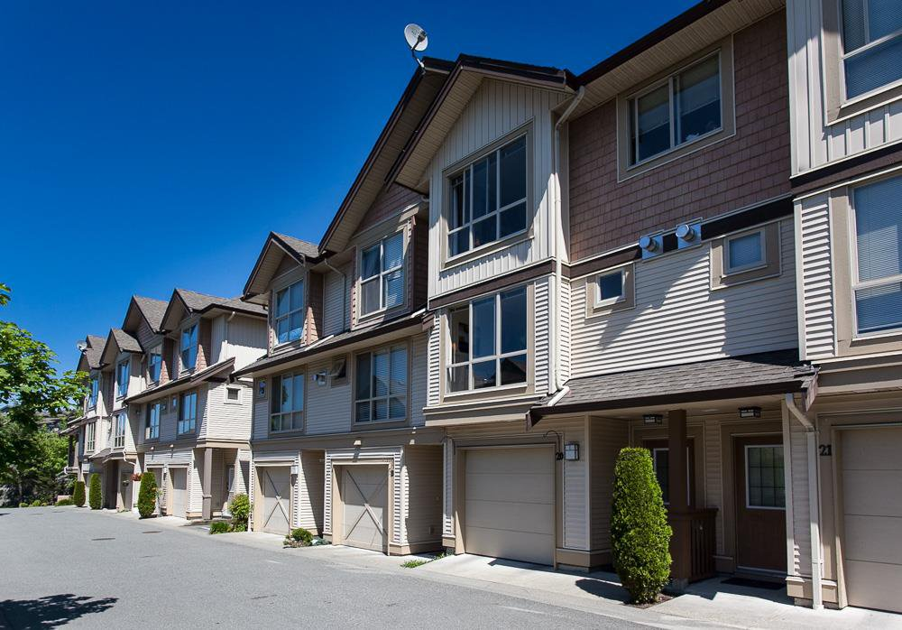 "Main Photo: 20 20350 68 Avenue in Langley: Willoughby Heights Townhouse for sale in ""Sunridge"" : MLS®# R2068520"