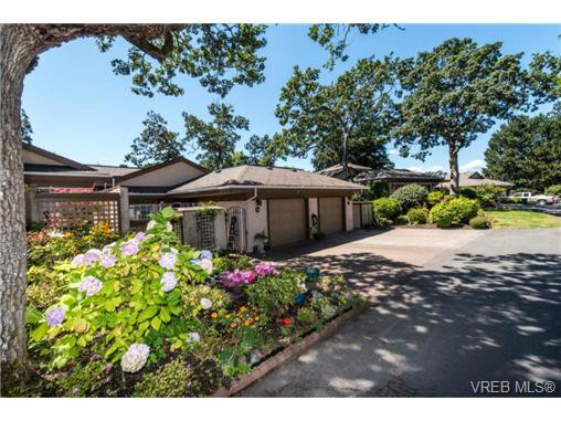 Main Photo: 25 901 Kentwood Lane in VICTORIA: SE Broadmead Row/Townhouse for sale (Saanich East)  : MLS®# 738052