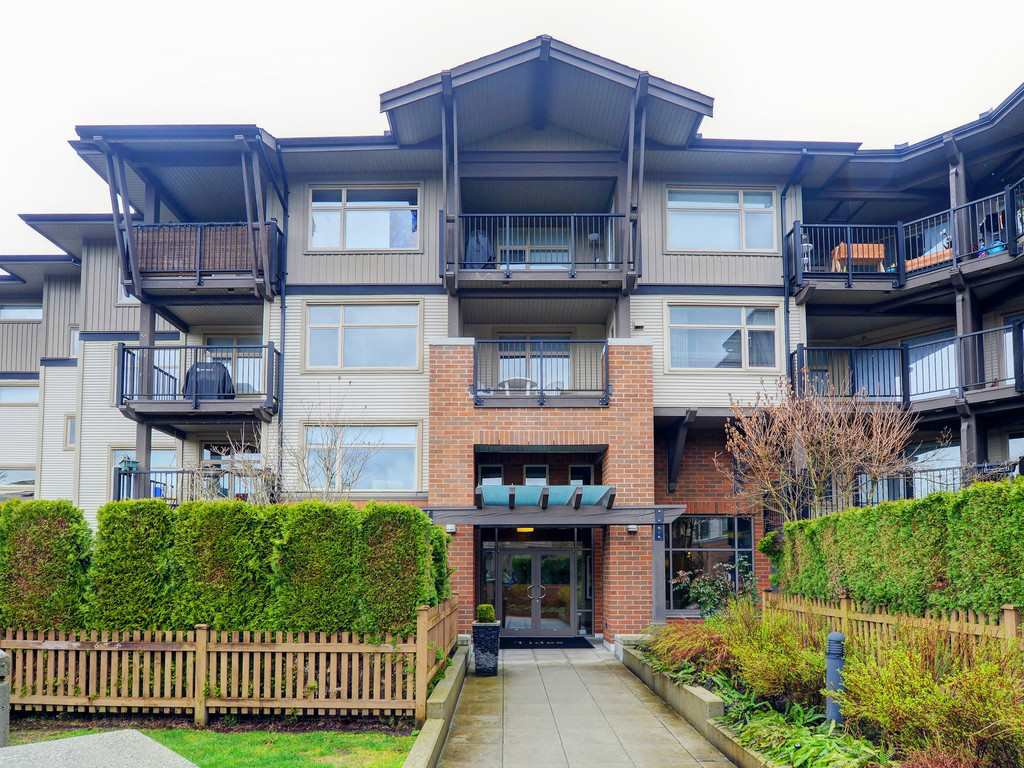 "Main Photo: 210 400 KLAHANIE Drive in Port Moody: Port Moody Centre Condo for sale in ""Klahanie"" : MLS®# R2149153"