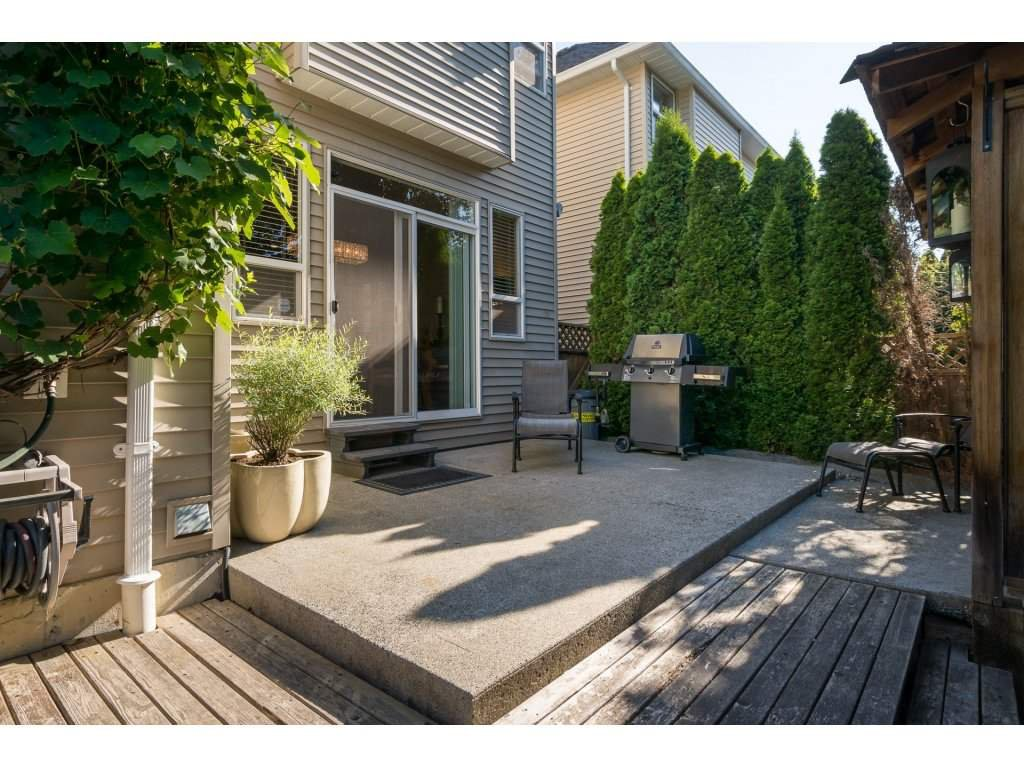 """Photo 2: Photos: 15 7067 189 Street in Surrey: Clayton House for sale in """"Claytonbrook"""" (Cloverdale)  : MLS®# R2183316"""